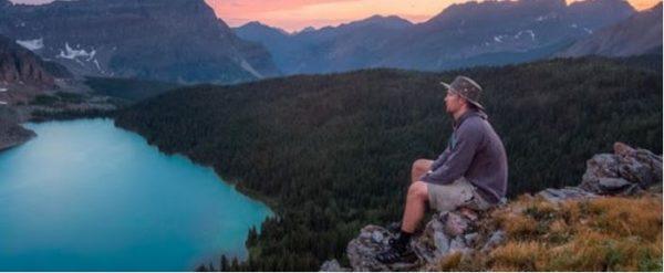 Un pas de côté : Voyage inattendu ... une vie hors du commun / éloge d'une solitude solitaire